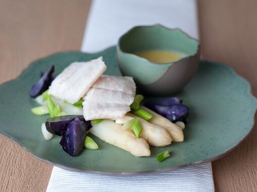 Griet met asperges, lente-ui en sabayon